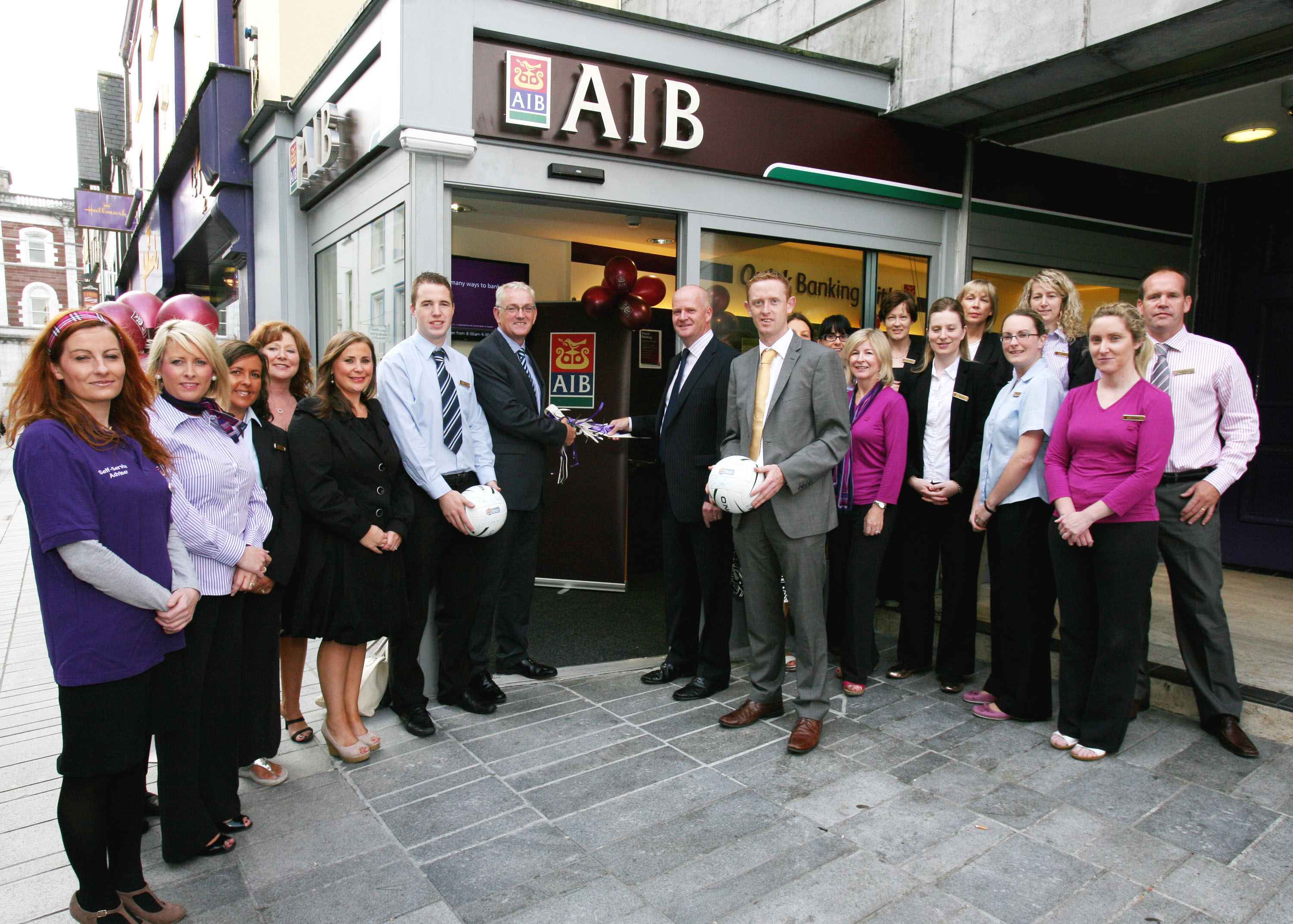 "A ""Bank"" without Cashiers opens in Cork"