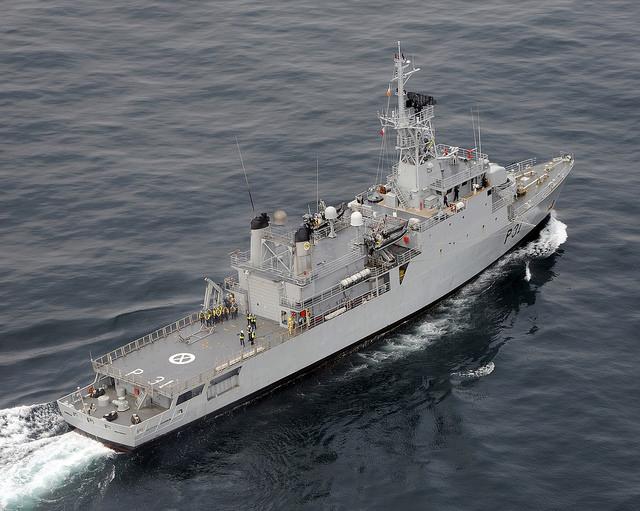 IRISH ABROAD: Ireland Naval Service Ship 'L.É. Eithne' in Migrant rescue in Mediterranean